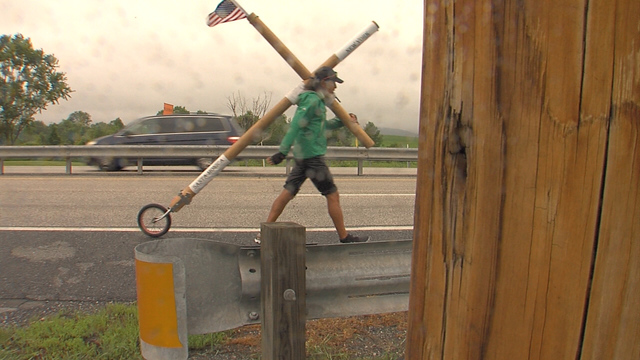 Man carries cross to promote peace, love_126906