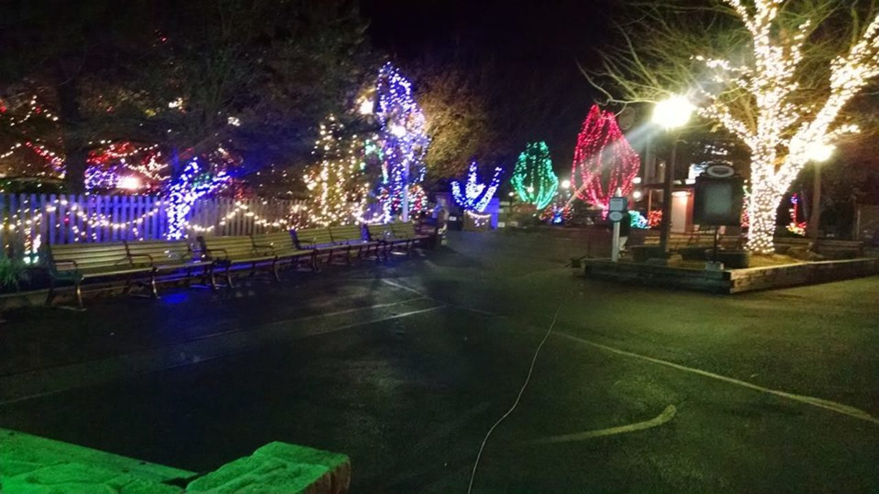 hersheyparks christmas candylane opens for the holiday season