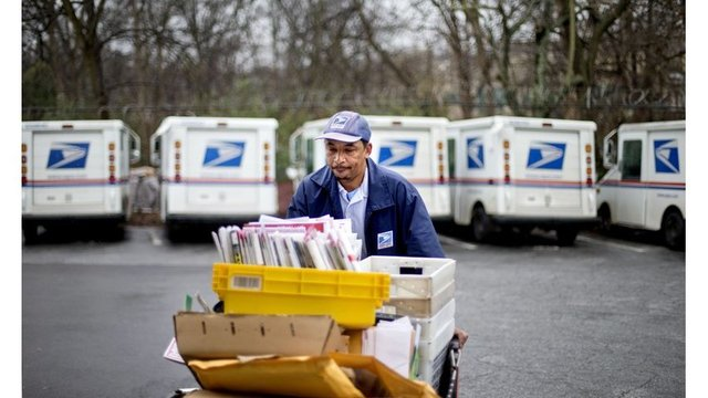 Postal Service: Red ink for 11th year in row as mail slumps